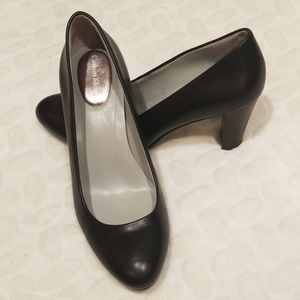 Calvin Klein low heel pumps